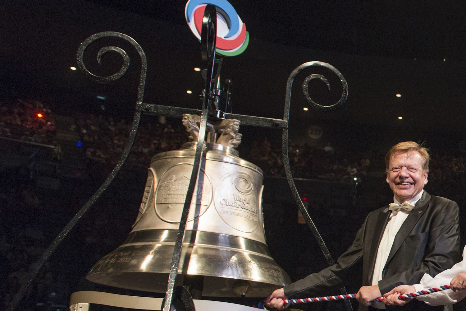 Günter Titsch ringing the World Choir Games Peace Bell © Michael Keating