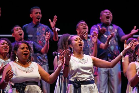 Choir singing a spiritual song on stage © Studi43