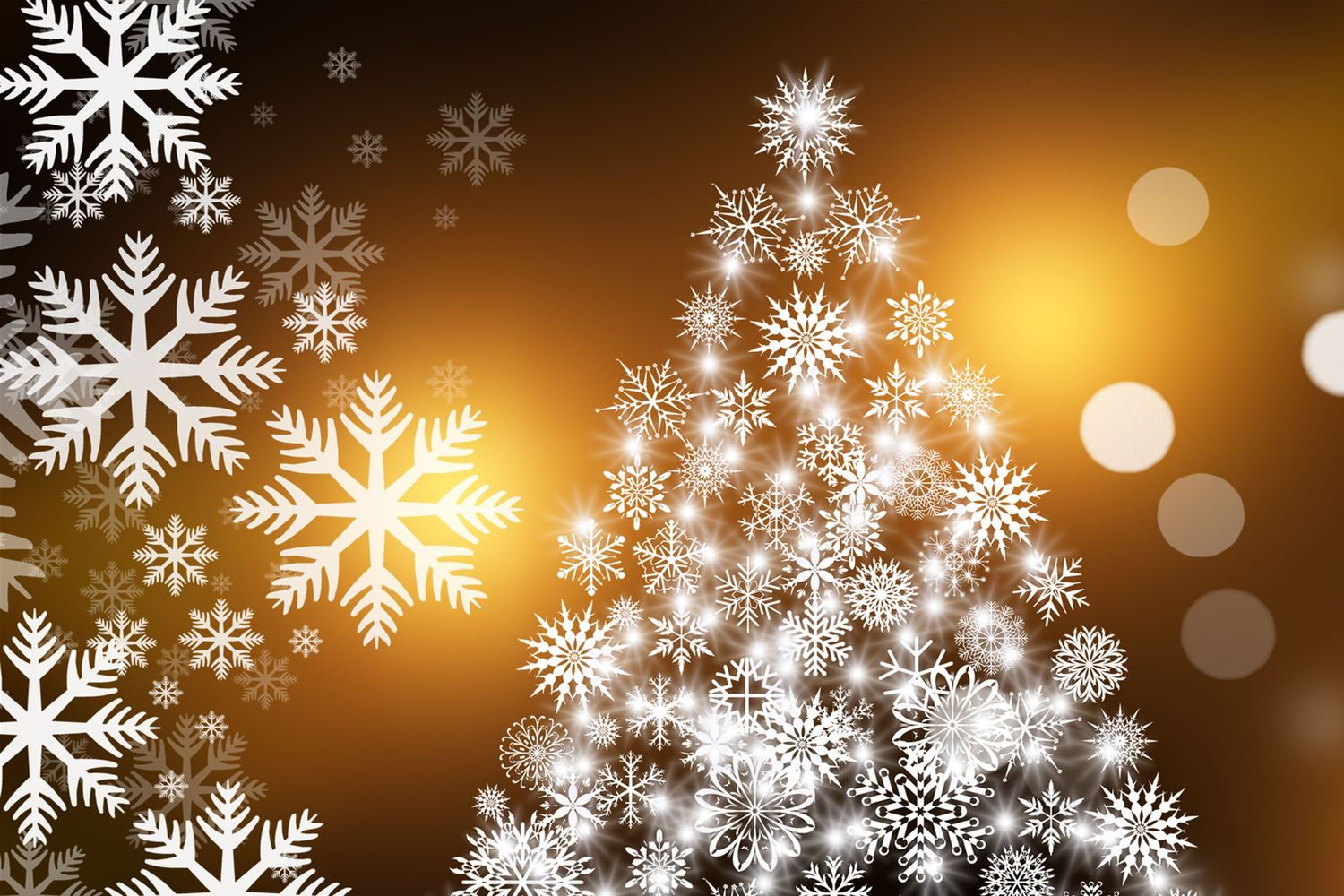 Christmas Tree and Snowflakes © Pixabay