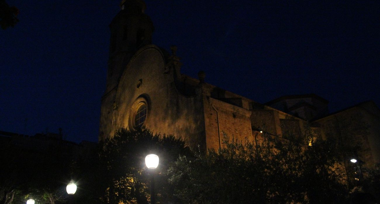 Eglésia de Santa Maria i Sant Nicolau at night