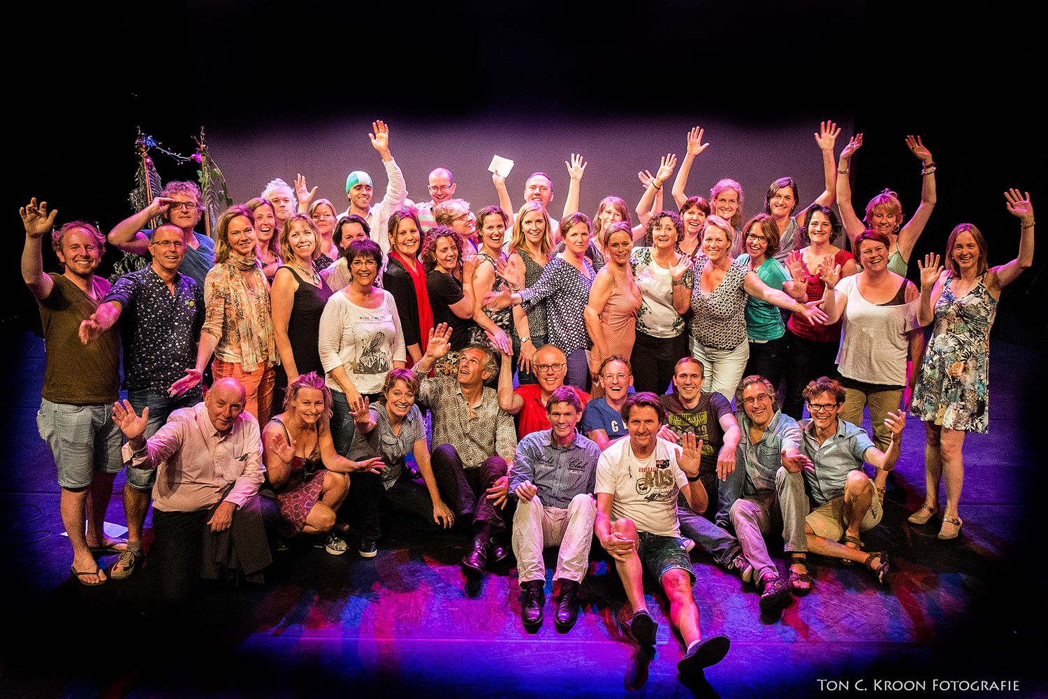 "Group picture of Erland Dalen and the theater choir ""Vinger in je Oor"""