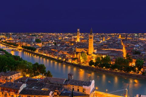 Verona by night © Fotolia